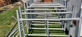 Scaffolding tower with interlocking boards wheels and staberlizers
