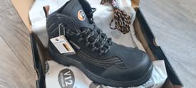 V12 Caiman v1501 waterproof safety boots size 9