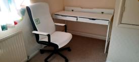 A stunning office desk