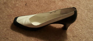 Vintage Howard Fox Shoes Two Toned Pumps