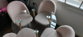 Round glass table and 4 velvet pink chairs