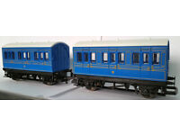 Hornby oo gauge Blue 4 wheel Coaches x2