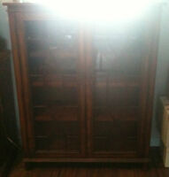 BEAUTIFUL BOOKCASE WITH ORNATE GLASS DOORS