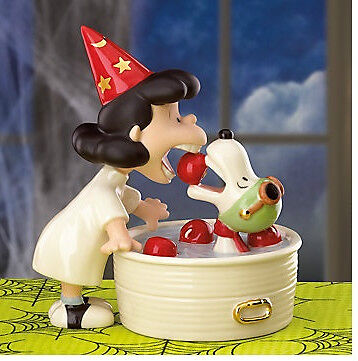 Halloween Surprise (LENOX Peanuts LUCY'S HALLOWEEN SURPRISE SNOOPY sculpture NEW in BOX with)