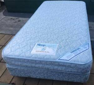Excellent Sleep Maker brand King Single bed Set. Delivery availab Kingsbury Darebin Area Preview