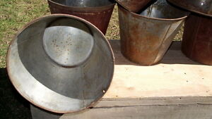 Short style tin sap buckets for syrup or crafts or what ever! $5 Sarnia Sarnia Area image 1