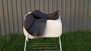 Exselle close contact saddle