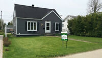Modern 4 bedrm home! Move in ready! Rec Room &AC! Iroquois Falls