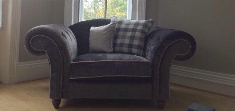 Excellent condition- Luxury Regent Snug Sofa - £299
