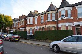 3 bedroom flat in Lynhurst Road, Wood Green
