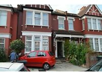 Studio flat in Park Avenue, Palmers Green