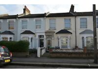 5 bedroom house in Glenwood Road, Palmers Green