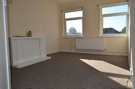 2 bedroom flat in Bourne Mansions, Palmers Green