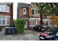 3 bedroom flat in Grovelands Road, Palmers Green