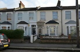 4 bedroom house in Glenwood Road, Turnpike Lane