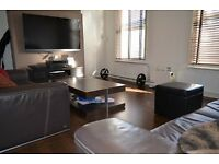 2 bedroom flat in Maidstone Road, Bounds Green