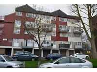 3 bedroom flat in Aldriche Way, Chingford