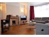 4 bedroom house in Powys Lane, Palmers Green