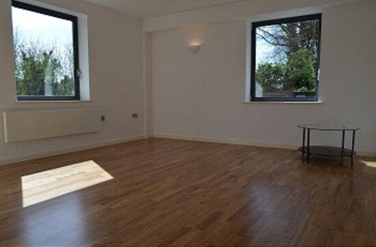 2 bedroom flat in Dumayne House, Palmers Green