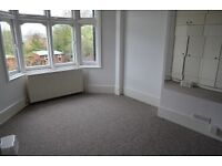 2 bedroom flat in Caversham Avenue, Palmers Green