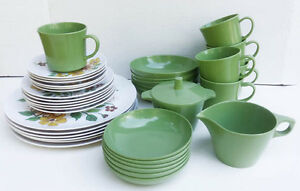 Vintage Ocher and Green Flowers Dishes. Set of six