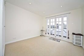 One double bedroom flat with a private balcony to let in Parsons Green
