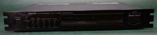 vintage Nikko Gamma 20 synthesized stereo FM tuner Japan