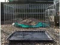 Medium dog crate with plastic floor