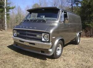 WANTED SHORTY VAN. Or short box chevy truck