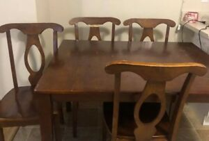 Wooden kitchen table 4 chairs $130 in good condition