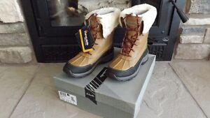 Clarks Arctic Venture Ladies Winter Boots. New, Still in Box.