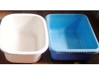 Job Lot of 2 Assorted Washing Up Bowls In White and Blue.