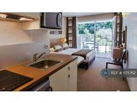 Studio flat in Redgrave Drive, Oxley Park, Milton Keynes, MK4 (#1175762)