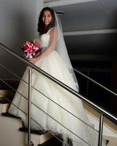 Vera Wang VW351129, Size 2 | Ivory Other Ball Gown Wedding Dress