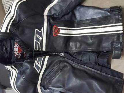 Motorbike leather Jacket IXON