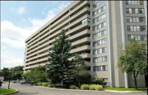 Very Spacious and Bright 3-Bed Condo In Mississauga!