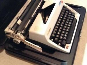 Antique Vintage Working Olympia Deluxe Manual Typewriter with Ca