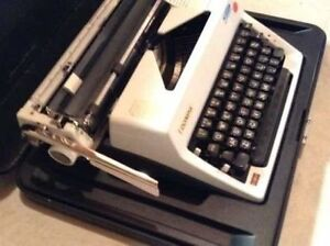 Antique Vintage Working Olympia Deluxe Manual Typewriter w/case