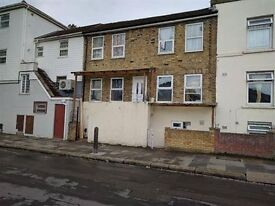 Studio flat to rent in Woolwich.