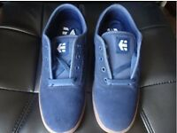 Etnies Jameson trainers, Navy blue (size 9) defect on right toe