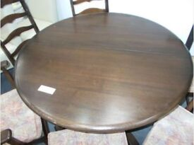 Ercol Extendable Table and 6 Chairs (4 chairs + 2 carvers)...