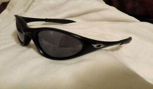 Oakley minute 1.0 sunglasses London Ontario image 1