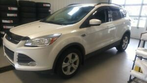 2015 Ford Escape SE AWD with NAV.