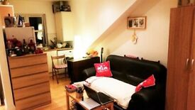 Stunning Studio Flat Available Just 5 Mins Walk From East Acton Tube Station
