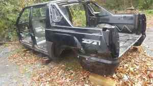 2004 Chevy avalanche body structure Kingston Kingston Area image 1