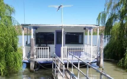 Houseboat Mary E