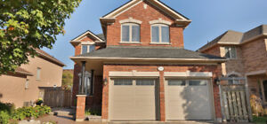 Beautiful 4 bedrooms house in Oakville for rent