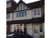 LOVELY DOUBLE ROOM IN HOUSESHARE, LOCATED IN FLORENCE MANSIONS, HENDON NW4 3UY
