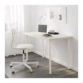 White table 120 by 60