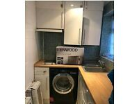 GOOD SIZE 1BED FLAT IN HEART OF DE BEAUVOIR**NEWLY FURBISHED**FURN**MINS FROM STATION**CHEAP!!